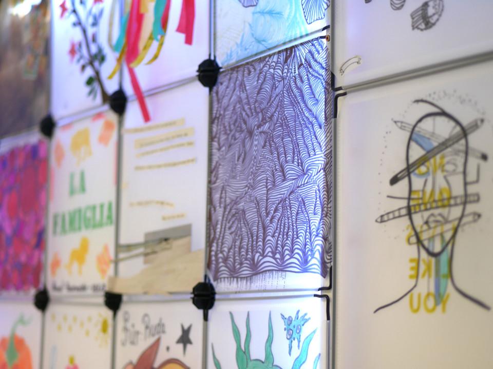 plan B aktiv Lichtprojekt-Wand